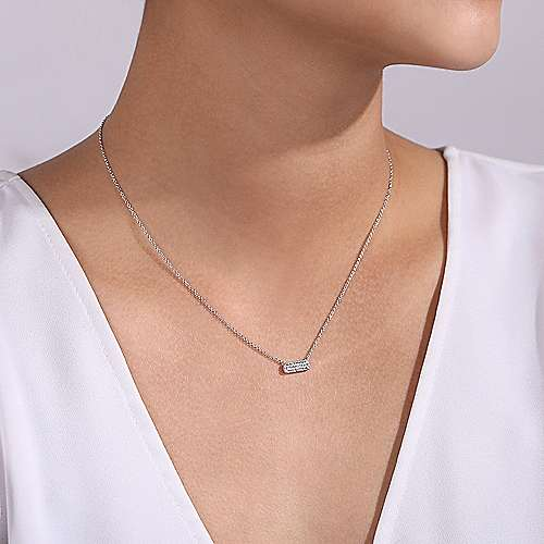 chic and simple necklace features a rectangular bar with glittering pavé diamonds